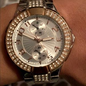 Guess watch in gold and silver with design